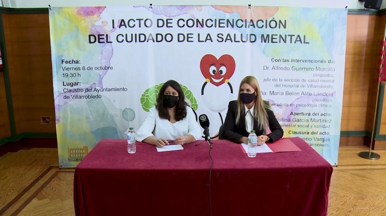Cristina García, concejal de bienestar social y la psicóloga Belén Alite