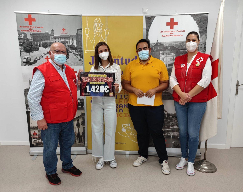 Entrega cheque concurso de talentos a Cruz Roja