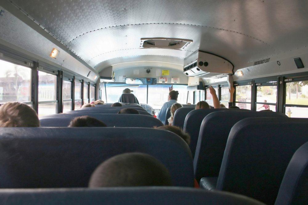 Imagen del interior de un autobús escolar